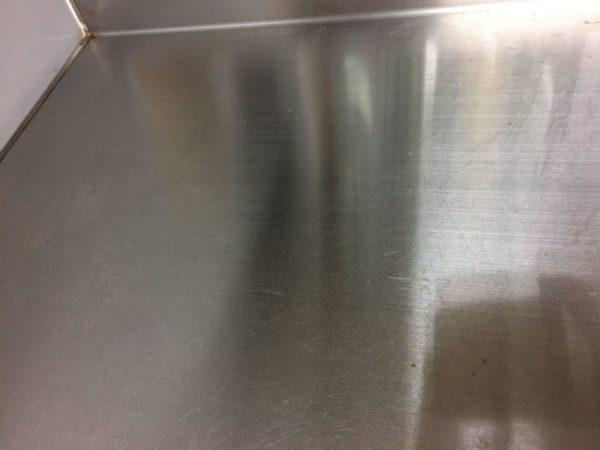 ラクラシースチームクリーナーでキッチンの天板の汚れが落ちた